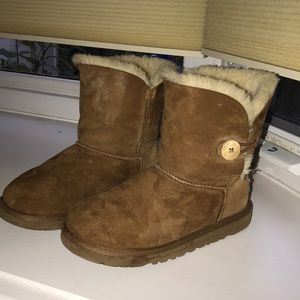 Chestnut ugh boots with button on the side
